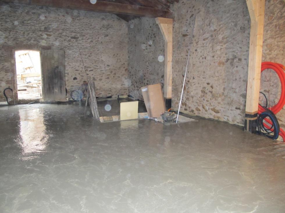 Semaine 5 la dalle est coul e la grange loft d 39 athayuyu for Enlever l humidite d une maison