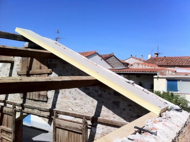 semaine 15 un panneau sandwich sur le toit la grange loft d 39 athayuyu. Black Bedroom Furniture Sets. Home Design Ideas