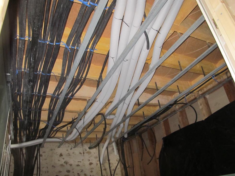 Semaine 40 une salle de bain en bois la grange loft d for Installer faux plafond