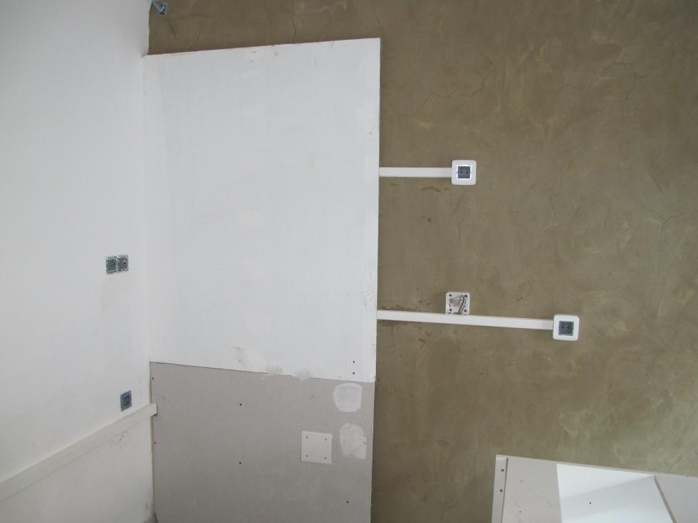 semaine 8 peintures cuisine lectricit ciment liss salle de douche la grange loft d. Black Bedroom Furniture Sets. Home Design Ideas